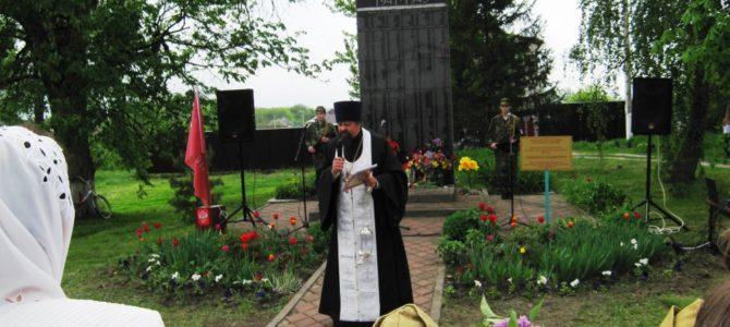 Помолились по погибшим воинам